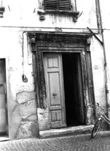 porta di palazzo calistri
